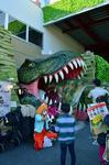 DINOSAUR入口 バルーンアーティストと歩く恐竜 大和.jpg