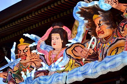 寒川神社神門 迎春ねぶた飾り2016.jpg