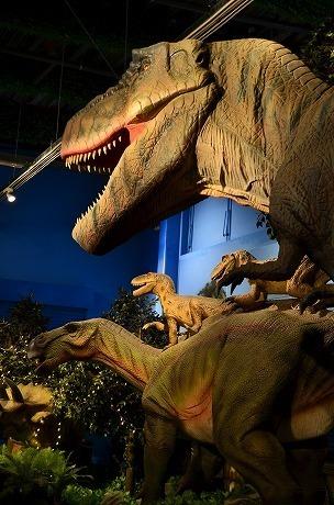 ティラノサウルス イグアノドン 太古レストランDINOSAUR 代官.jpg